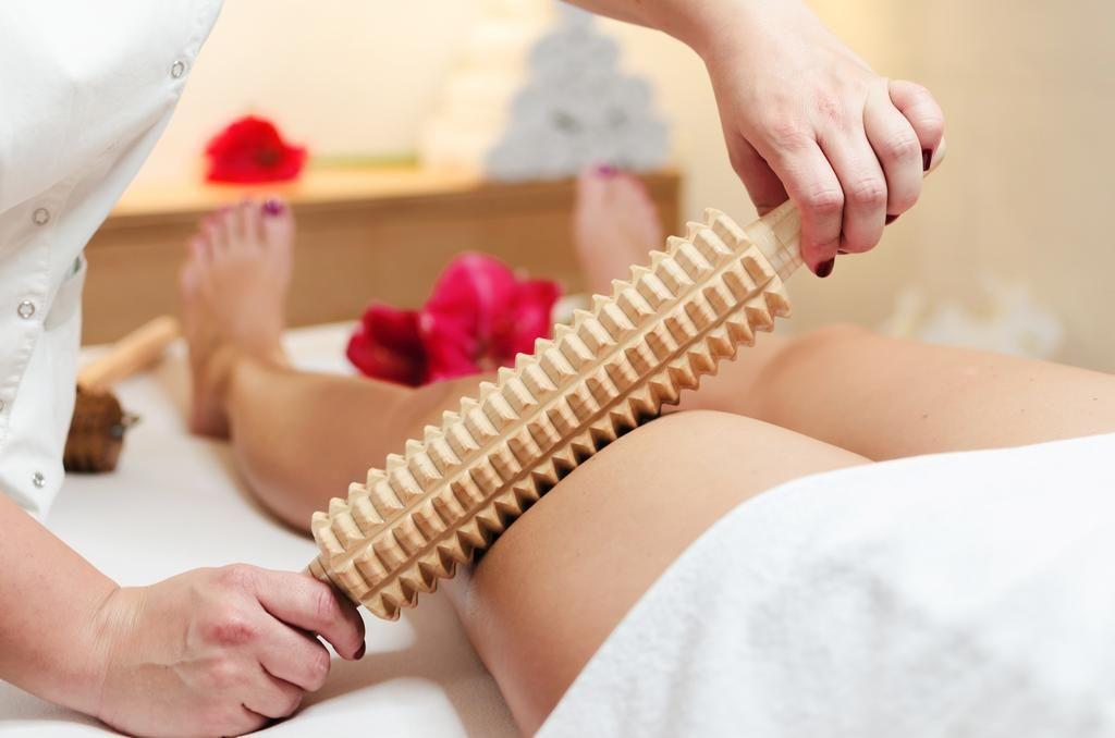vitalni z metko masaža maderoterapija oblikovanje telesa